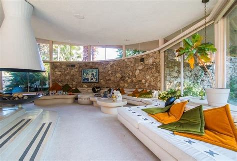 elvis honeymoon house elvis presley s palm springs honeymoon on sale for 9 5m mr goodlife