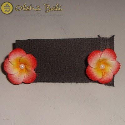 An61 Anting Topeng Hiasan Bunga Putih giwang jepun pink oleh2bali kerajinan bali