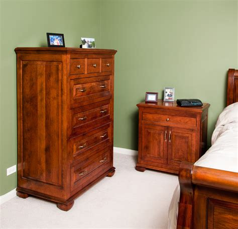 Cherry Bedroom Dresser by Cherry Dresser And Nightstand Traditional Bedroom