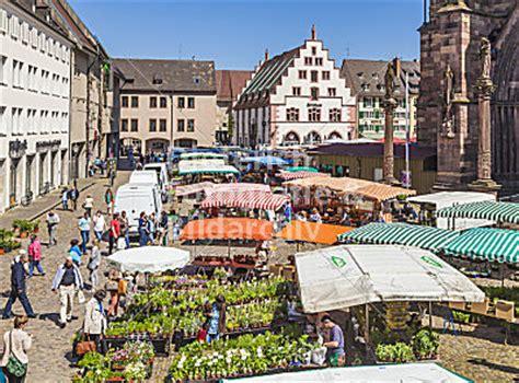 cinemaxx freiburg altstadt freiburg im breisgau baden bild wochenmarkt m 252 nsterplatz altstadt freiburg im