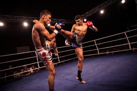 aprender muay thai en casa peleador de muay thai con espinilla de titanio