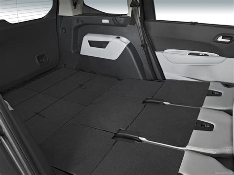 peugeot 5008 trunk peugeot 5008 2010 picture 43 of 80
