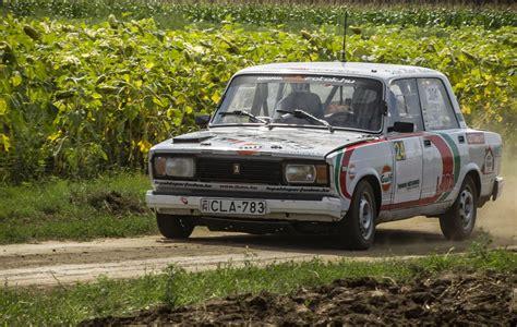 lada stark stark bremsender lada 2105 gesehen auf dem rallye
