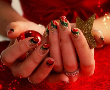 christmas decorated finger nails singer22 if we decorate our trees we can decorate our nails