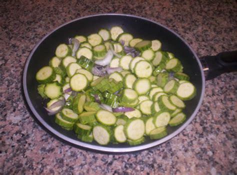cucinare le zucchine in padella zucchine in padella