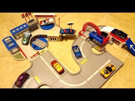 Hotwheels Wheels Ford De Luxe Ban Karet wheels deluxe ford dealership world playset with gas station review