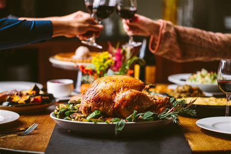 Three Helpful Tips On Cooking Turkey by Chicago Restaurants To Order Thanksgiving Dinner From