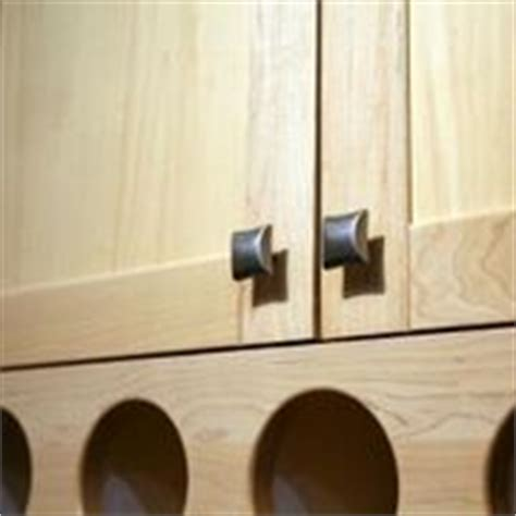 kitchen cabinet door knob placement 16 best images about cabinet hardware placement on