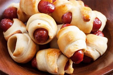 Two Pigs In A Blanket by Cheesy Mini Pigs In A Blanket Kitchme