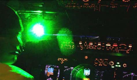Green Laser Pointer Ukuran Besar Jarak 3 5 Km sinar hijau teror mematikan bagi pilot