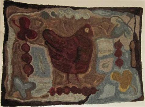 Tapis Hen primitive wool hooked rug antique hen hooked rugs