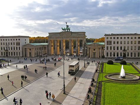 place deutschland check out the historical brandenburg gate in germany