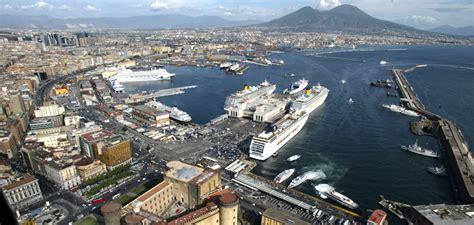 porti napoli traffico passeggeri e merci in crescita nei porti di