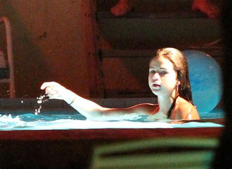 vanessa hudgens bathtub selena gomez photos vanessa selena and ashley film a