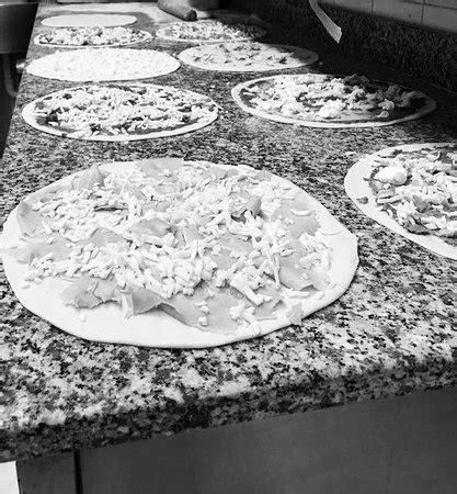 il fiore della pizza macerata ristorante il fiore della pizza in macerata con cucina