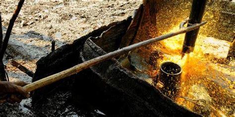 sumur minyak  bojonegoro terbakar gara gara tumpahan oli