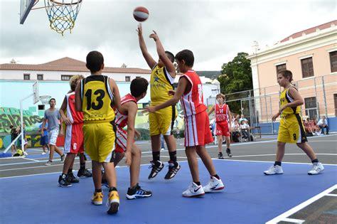 imagenes niños jugando basquetbol las edades del crecimiento en el baloncesto viva el caos