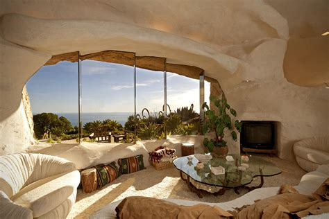dick clark flintstone house photos dick clark s flintstones house in malibu hiconsumption