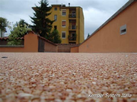 ghiaia drenante dekostone pavimenti in resina e ciottoli di marmo drenanti