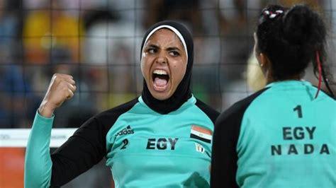 Celana Dalam Voli Pantai mengenakan jilbab saat bertanding atlet voli pantai mesir ini mendadak bikin heboh di olimpiade