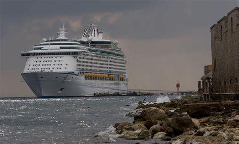 royal caribbean passenger recounts terrifying 12 hours on 21 brilliant royal caribbean cruise ship news fitbudha com