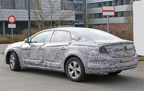 Laguna Will Go To by All New Renault Laguna Flagship Sedan Spied For The