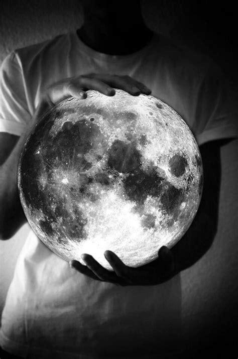 Holding the moon in your hands | DOPE | Arte de luna