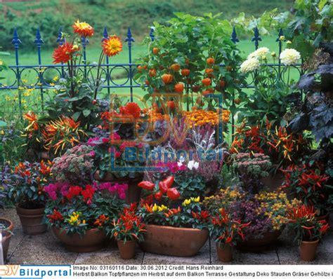balkon deko herbst balkon deko herbst balkon herbstlich dekorieren 52 ideen