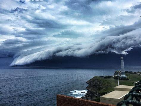 wolken le breathtaking cloud tsunami rolls sydney bored panda