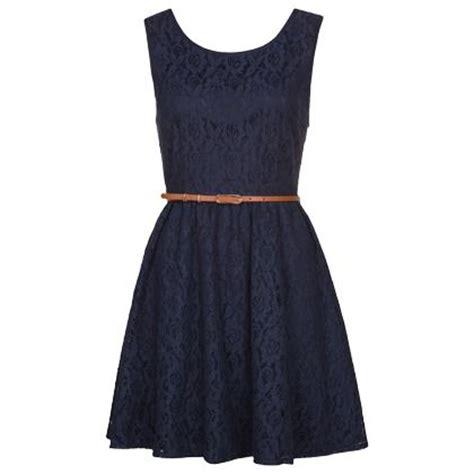 superschoenes dunkelblaues kleid von yumi die kombination