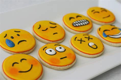 cookie emoji emoji cookies i repeat emoji cookies gizmodo australia