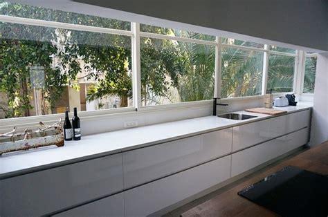 Agréable Cuisine Ouverte Sur Salon #9: Vue-agreable-de-la-cuisine-vers-le-jardin-amenage-avec-la-renovation.jpg