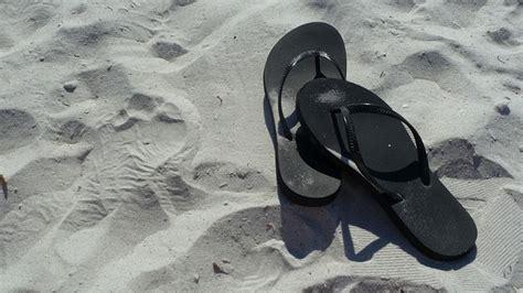Jepit Santai Hitam fenomena unik sandal jepit di indonesia sami