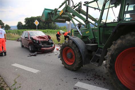 Auto Nachrichten by Unfall Zwischen Traktor Und Auto Oberpfalz Nachrichten