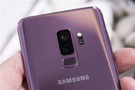 hands    samsung galaxy ss innovative  camera