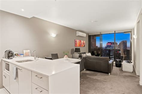 3 bedroom apartment melbourne 28 images melbourne apartment 2809 at neo serviced apartments melbourne cbd