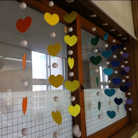 decorate classroom windows could write prayers on the