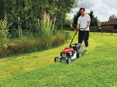 mowing the lawn for the honda izy lawnmowers easy mowing lawnmowers direct