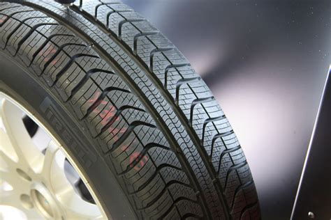 puncture resistance radial all weather a puncture proof all weather tyre pirelli cinturato all season