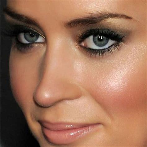 Eyeliner Me eye makeup blue grey makeup daily