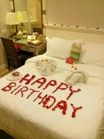 Decorating A Hotel Room For A Birthday by Birthday Decoration Foc Picture Of The Settlement Hotel