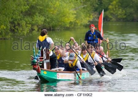 dragon boat racing kingston dragon boat racing on the thames at kingston uk stock