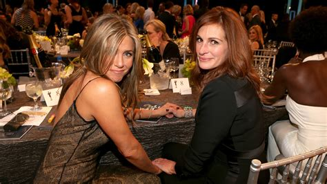 jennifer aniston julia roberts jennifer aniston reveals she fangirled over julia roberts
