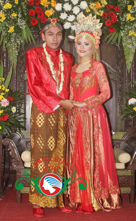 Busana Pengantin pengantin jawa muslimah jilbab modern busana merah gita salon