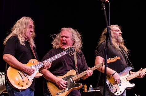 kentucky headhunters listen to the kentucky headhunters play quot dumas walker quot on