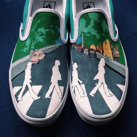 Sepatu Vans The Beatles laces out studios bersinar dengan sepatu custom khas