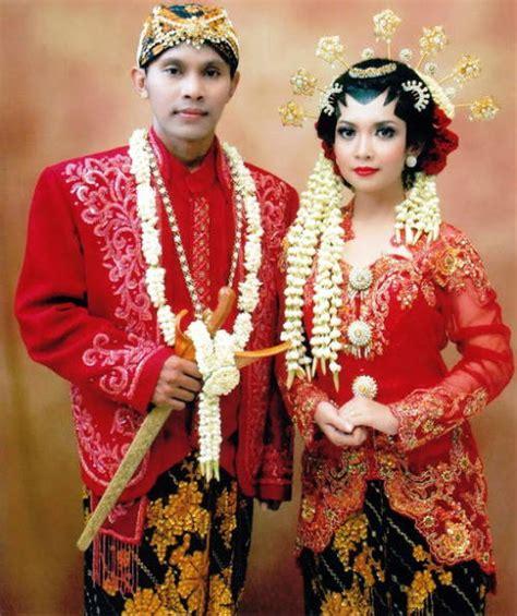 adat sejarah dan perkembangan kebaya fashion busana adat sejarah jenis pakaian adat jawa timur pesa an madura model