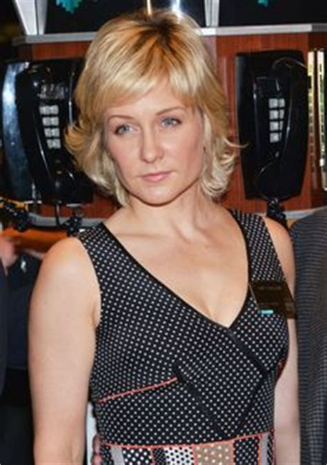 nbc blue bloods cast member amy carlson new hairstyle amy carlson actresses pinterest amy carlson