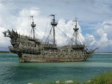 Magic Glossy Medan 25 best ideas about ghost ship on pirate