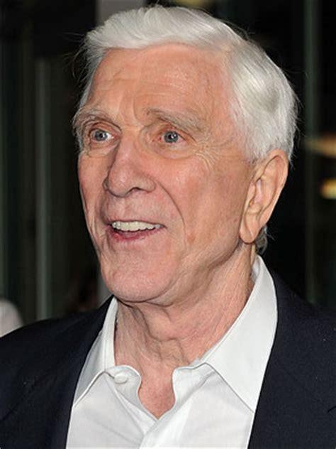 famous old actors comedy actor leslie nielson actor leslie nielsen dead at 84 extratv com